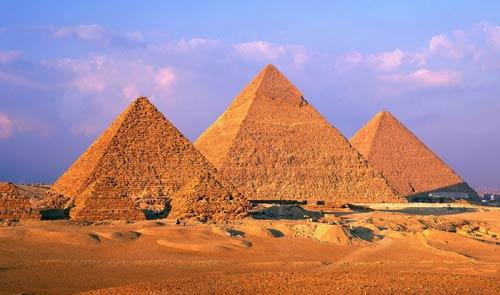 Пирамиды Хеопса, Хефрена и Микерина в Гизе (Гизехе)