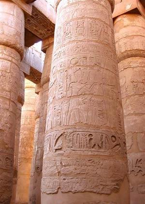 Гипостильный зал храма Амона-Ра в Карнаке