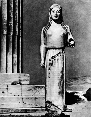 Кора у Парфенона. VI в. до н. э. Мрамор. Афины. Музей Акрополя