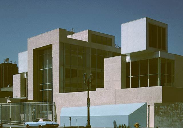 Фрэнк Гери (Frank Gehry): Frances Howard Goldwyn Hollywood Regional Library, Hollywood, California, USA, 1985