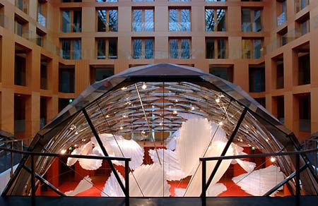 Фрэнк Гери (Frank Gehry): DZ Bank building (Здание DZ Bank в Берлине), Pariser Platz 3, Berlin, Germany, 2000