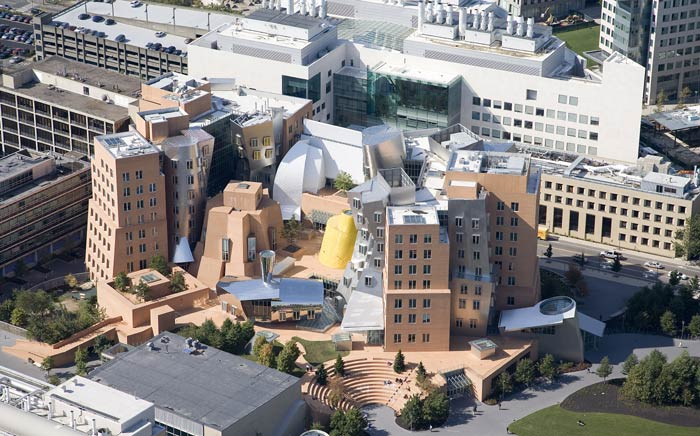 Фрэнк Гери (Frank Gehry): Ray and Maria Stata Center, Massachusetts Institute of Technology, Cambridge, Massachusetts, USA, 2004