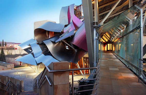 Фрэнк Гери (Frank Gehry): Marques de Riscal Vineyard Hotel, Elciego (Rioja (wine) region), Spain, 2006