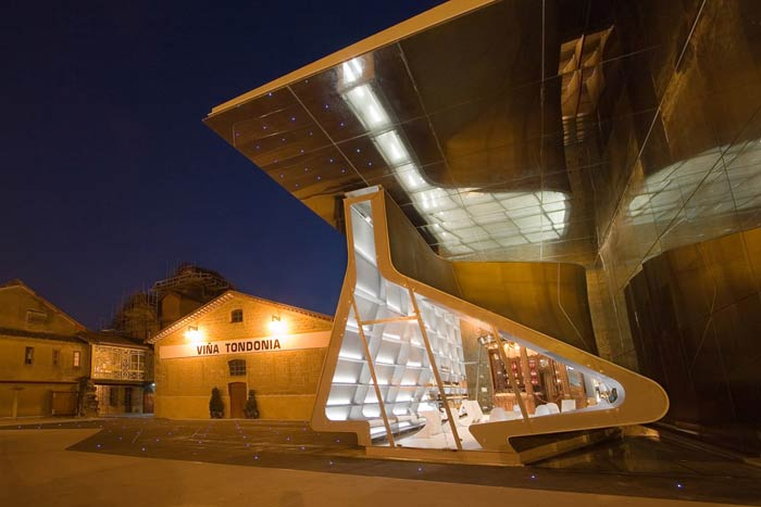 Заха Хадид (Zaha Hadid Architects): R. Lopez de Heredia Wine Pavilion, Haro, Spain (Винный павильон, Харо, Испания), 2001—2006