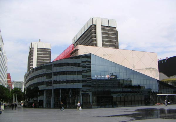 Рем Колхас (Rem Koolhaas)/ OMA: Netherlands Dance Theater, The Hague, Netherlands (Нидерландский театр танца, Гаага), 1987 — 88