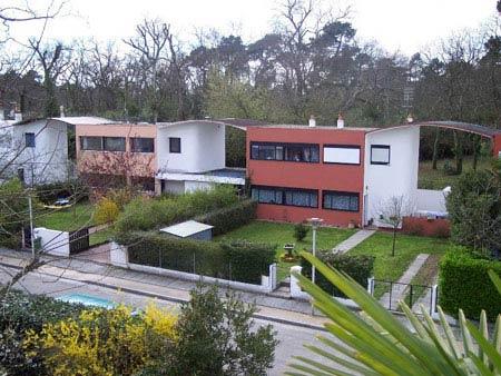 Ле Корбюзье. Le Corbusier. Поселок ФРЮЖЕ (Quartiers Modernes Frugès), Пессак (Pessac), Бордо, Франция, 1924-1925