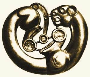 Идея вечного движения мироздания, переданная через фигуру свернувшейся золотой пантеры. Сибирская коллекция. VI - V вв. до н.э.